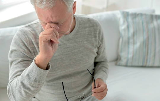 Dor de cabeça pode indicar problemas de visão