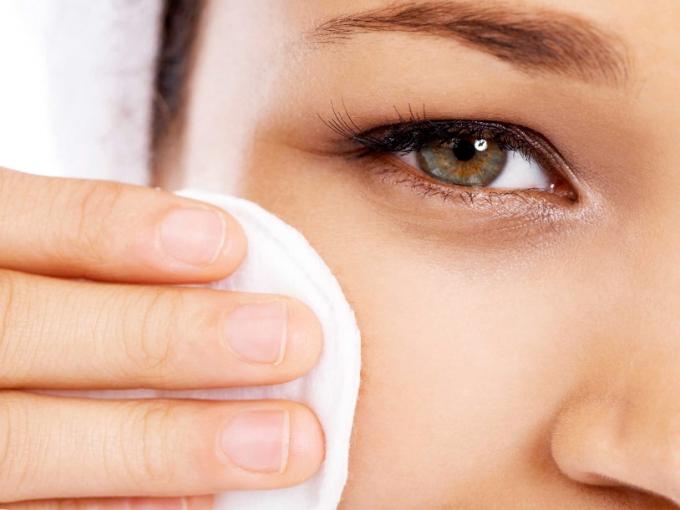 Higiene ocular precisar ser realizada diariamente
